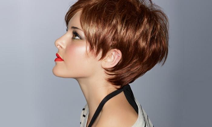 Фото модных женских причёсок на короткие волосы
