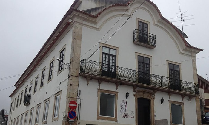 Hotel Abade João - Montemor-o-Velho: 1-5 noites para dois com pack romântico e opção de um jantar desde 34€