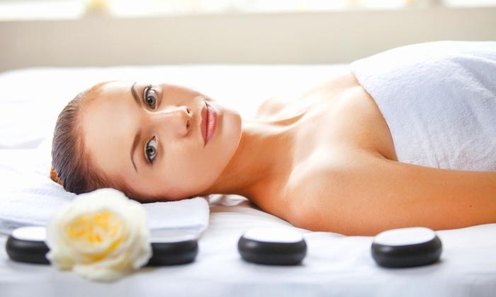 Pharma Estetica - By Pharmalor - Monza: Pulizia viso, manicure, pedicure, ceretta e massaggio da 34,90 €