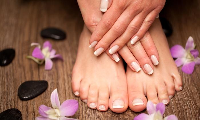 Md Estetica - MD PARRUCCHIERI (CAGLIARI): Md Estetica - 3 o 5 manicure e pedicure con smalto semipermanente da 29,90 €