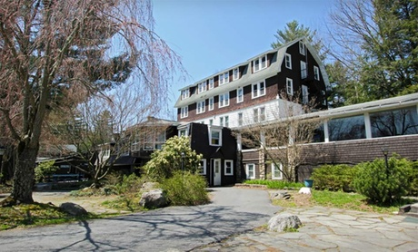 Stay at Daniels Top-O-The-Poconos Family Resort in the Poconos, PA