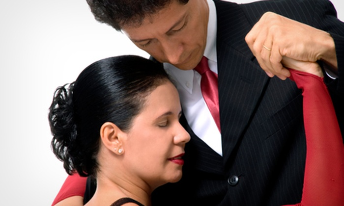 Academia Bahiana de Dança de Salão - Salvador: Academia Bahiana de Dança de Salão – Costa Azul: 1, 2 ou 3 meses de aulas de dança, a partir de R$ 69