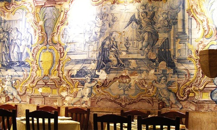 Mesa de Frades — Alfama: jantar em casa de fados para duas ou quatro pessoas com bebida à descrição desde 44,90€