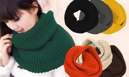 Cachecol de lã acrílica disponível em diferentes cores por 9,99€ ou dois por 16,99€