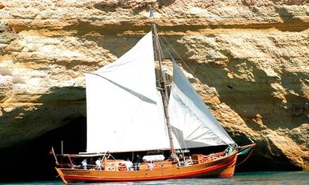 Dream Wave — Albufeira: passeio de barco pirata Capitão Gancho com bebidas para duas pessoas por 34,90€