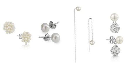 Brincos em prata de lei com pérolas disponíveis em diferentes modelos desde 7,99€ ou conjunto de quatro por 24,99€