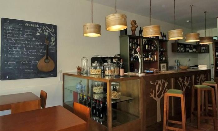 Aurora Vinhos e Petiscos — Sé: jantar tipicamente português para duas ou quatro pessoas desde 29€