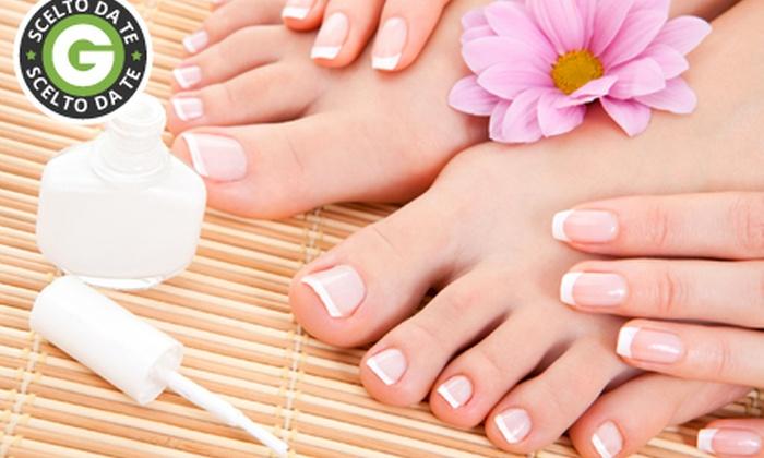 Officina Del Benessere - zen: 3 manicure, 3 pedicure e 3 applicazioni di smalto semipermanente da 29 €