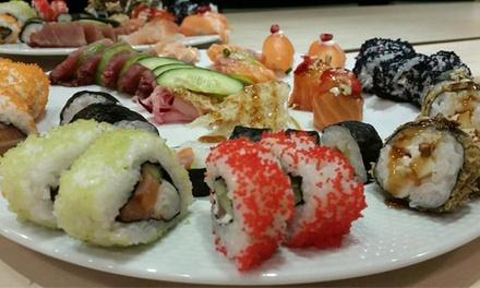 Praceta 111 — Vila Nova de Gaia: refeição de sushi para 2 com sopas, entradas, combinado, sobremesas e cafés por 23,90€