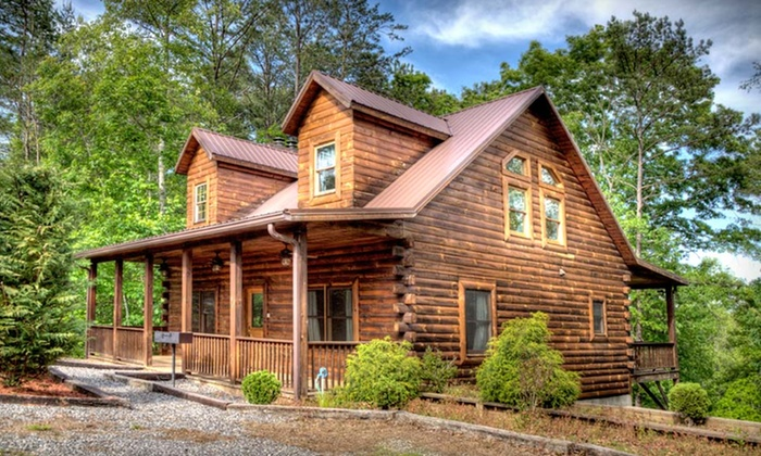Rustic cabins in great smoky mountains groupon for Groupon gatlinburg cabin