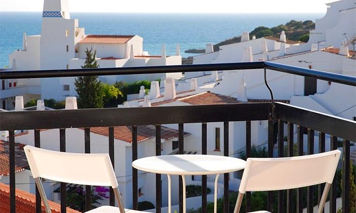 Apartamentos Turísticos Soldoiro — Albufeira: 2-7 noites para dois em apartamento T0, vista de mar e snooker desde 55€