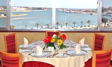 Hotel Globo — Portimão: 1 ou 2 noites para dois em quarto duplo com regime de meia pensão ou pensão completa desde 59€
