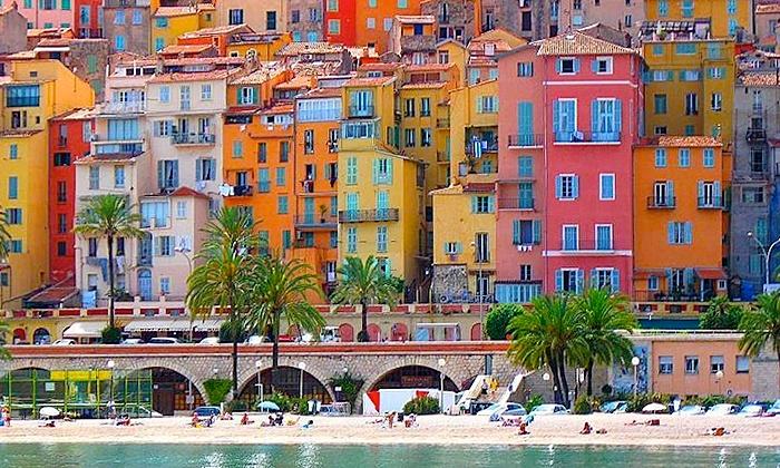 Hotel kyriad menton riviera deal du jour groupon for Foto di ville colorate