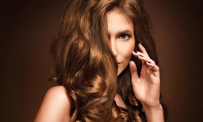 Parrucchiere Max - Vicenza: 3 o 6 sedute di bellezza per capelli con uno o 2 tagli da 24,90 €