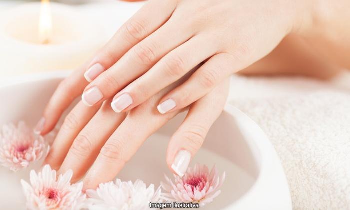 Salão Beauty Parlour - Santos: Salão Beauty Parlour – Santos: 1, 2 ou 3 meses de manicure e pedicure, a partir de R$49,90