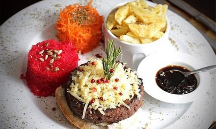 Alta Burguesia — Braga: hambúrguer gourmet para 2 ou 4 pessoas com acompanhamentos e bebidas desde 19€