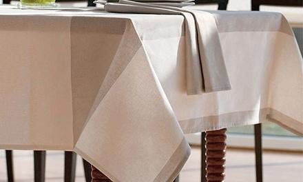 Conjunto de mesa com toalha e seis guardanapos por 29,90€