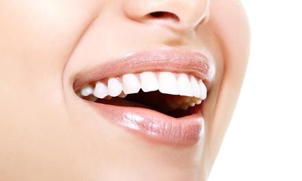 Dentalis — Av. 5 de Outubro:1 ou 2 sessões de branqueamento LED com limpeza oral desde 54€