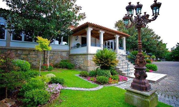 Quinta de Resela — Vila Verde: 1 ou 2 noites para duas pessoas com pequeno-almoço e garrafa de vinho e frutas desde 69€