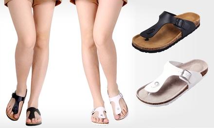 Sandálias de mulher disponíveis em preto ou branco por 17,99€ ou dois pares por 29,99€