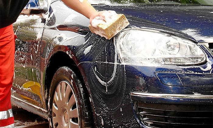 Moonloft — três localizações: lavagem automóvel com aplicação de cera e opção de polimento de faróis desde 9,90€