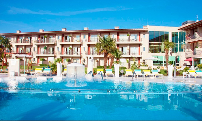 Augusta Spa Resort 4* — Sanxenxo: 1-3 noites para duas pessoas com meia pensão, acesso ao spa e tratamentos desde 109€