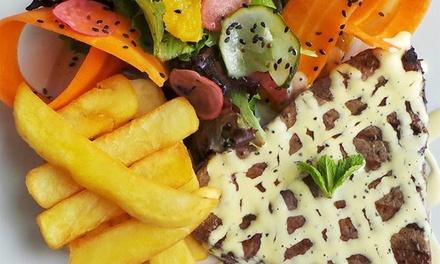 Marina Caffé — Douro Marina, Gaia: menu de bifes para 2 ou 4 com welcome drink, entradas, bebidas e cafés desde 19,90€