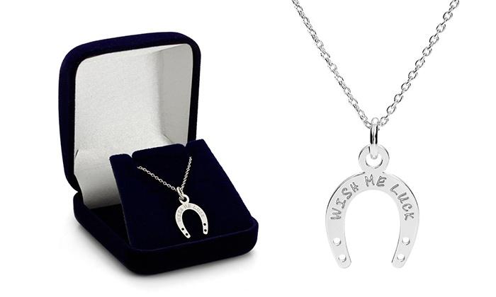 Um colar Horseshoe com ferradura e gravação personalizada por 14,99€ ou dois por 22,99€