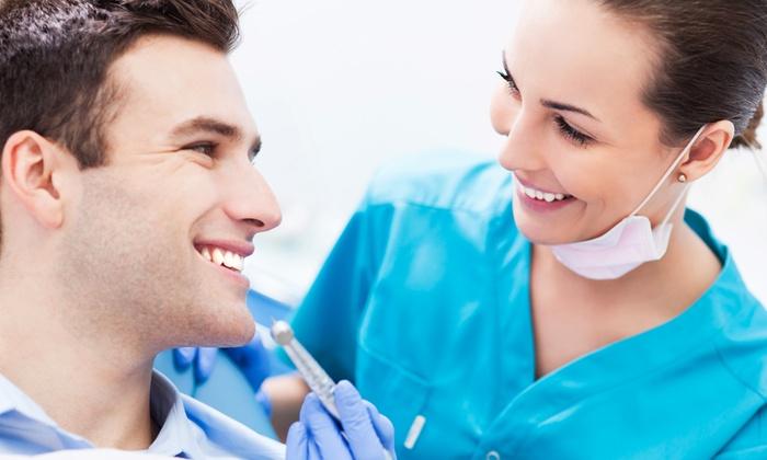Cds - CDS: Fino a 4 pulizie dentali, visita odontoiatrica e smacchiamento air flow da 29,90 €
