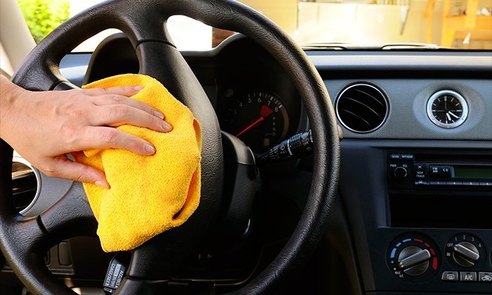 Carwash Spain - Barcelona: Lavado exterior e interior de coche a mano por 19 € y con limpieza de tapicería de cinco asientos por 49 €