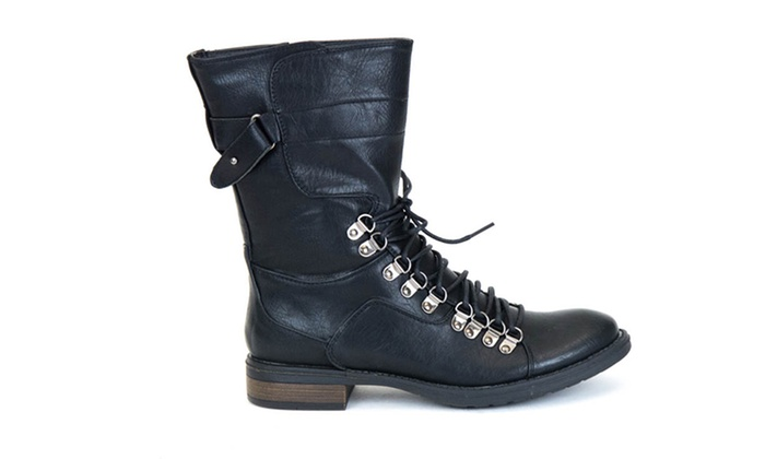 Cool If Your Steampunkself Rides Horses Or Tromps Through The Outback A Pair Calftoknee High Leather Boots Would Be Your Best Bet Work Boots Or Combat Boots Also Have A Great Steampunk Look To Them And Are Meant To Be Walked In For