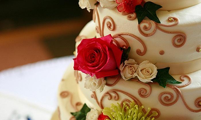Bolo Mágico - Cuiabá: Bolo Mágico: kit festa com bolo confeitado, cupcakes, docinhos e pirulitos, a partir de R$ 179,90 – parcele sem juros
