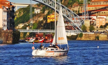 Douro360 — Gaia: passeio de veleiro no Douro com flute de espumante ou refeição a bordo desde 29,90€