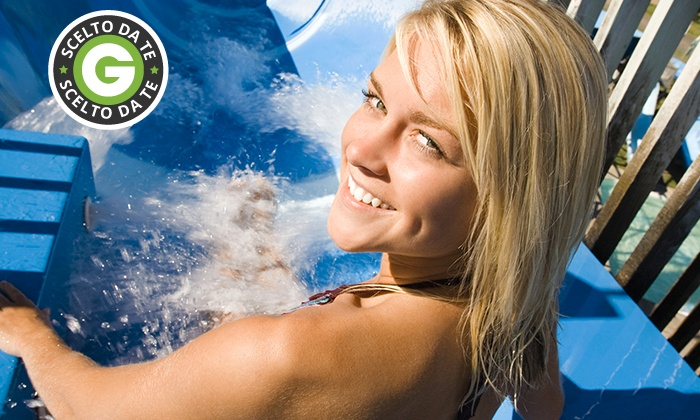 Aquaneva - Aquaneva: Aquaneva - Uno o 2 ingressi al parco divertimenti più cena da 7,90 €