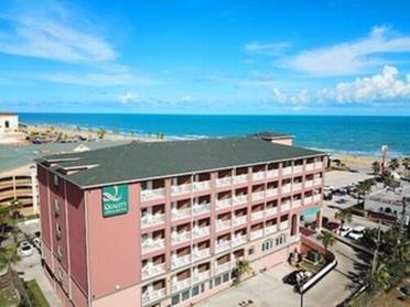 Quality Inn & Suites Beachfront (Getaways Hotels) photo