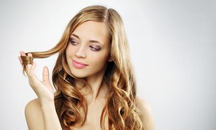 Cheveux Chic — Maia: sessão de cabeleireiro com hidratação, brushing e corte e/ou coloração desde 12,90€
