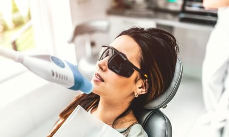 Kosmetisches Zahn-Bleaching mit Kaltlicht in der Medical und Beauty Center Köln