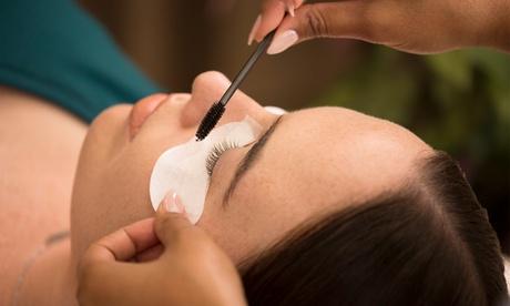 Extensiones de pestañas pelo a pelo con opción a diseño y depilación de cejas en Micro de Irene