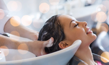 Sesión de peluquería completa con opción a tinte y/o mechas en Salón La Pelu (hasta 71% de descuento)