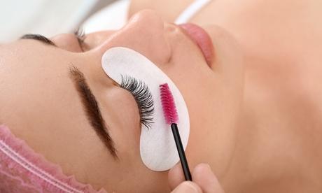 Sesión de lifting y tinte de pestañas con opción a diseño y depilación de cejas en Lashes Studio & Skincare