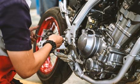 Tagliando moto e scooter per diverse cilindrate offerto da Officina Moto Luxury (sconto fino a 75%)