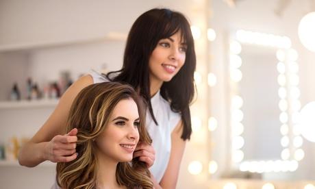 Haarschnitt für alle Längen, optional mit  Ansatzfarbe oder Strähnen, im Hair Atelier Maria Grisafi