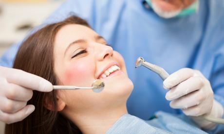 1 o 2 sesiones de blanqueamiento led con una limpieza bucal para 1 persona desde 39,99 € en Agrupación Dental Rodriguez