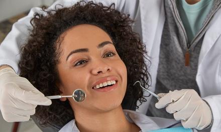 Limpieza bucal con opción a blanqueamiento en Clínica dental Zadent (hasta 74% de descuento)