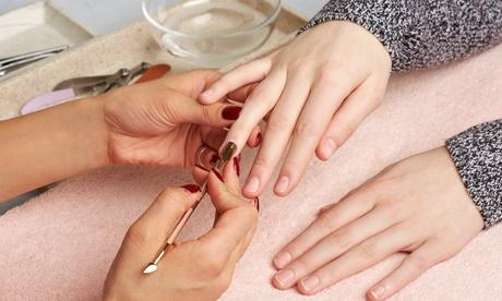 Una o 3 manicure con smalto classico o semipermanente al centro Bliss Estetica (sconto fino a 71%)