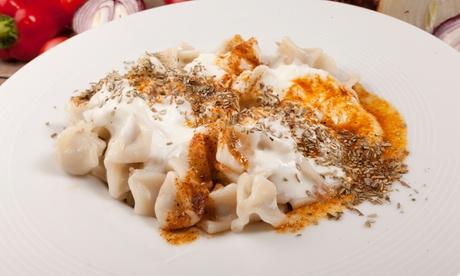 Bazlama Pizza oder Manti inkl. Salat opt. auch To Go für 2 oder 4. Personen bei Wunder Eis Café