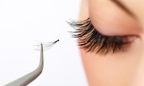 Extensión de pestañas con opción a visagismo de cejas o manicura en Jess Nails and Co (hasta 55% de descuento)