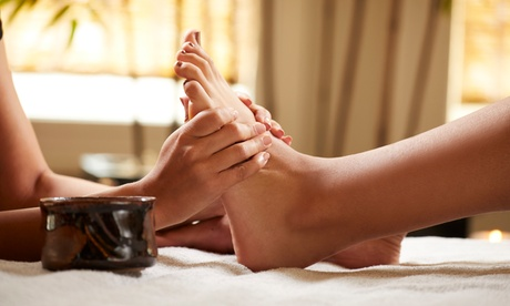 $39 for One 60-Minute Foot Reflexology Session at Happy Feet Spa ($60 Value)