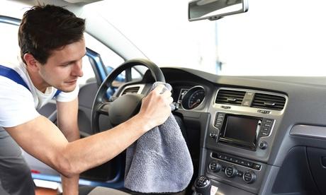 Lavado a mano de coche y tto. de ozono o limpieza de tapicería en Talleres Sanse Sport (hasta 67% de descuento)