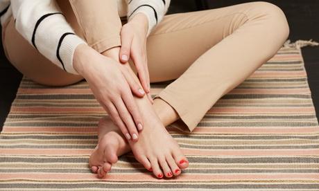 3 o 5 sedute di manicure o pedicure con applicazione di smalto classico al salone Sara Fashion Style (sconto fino a 67%)